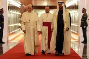 Papa Francesco all'aeroporto Abu Dhabi