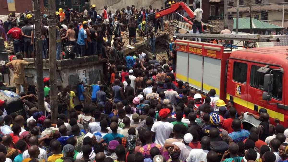 Nigeria, crolla una scuola: bambini intrappolati, molte vittime