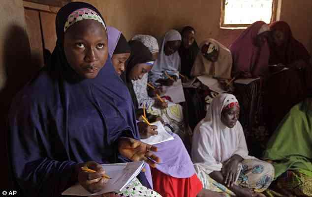 Nigeria: scuole obbligano ragazze musulmane a rimuovere il velo