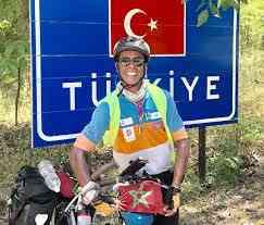 Sessantacinquenne marocchino percorre 8 mila Km in bicicletta per il pellegrinaggio Hajj